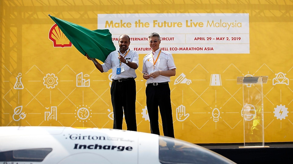 Nagulendran Kangayatkarasu, Sky Pathway left, and Datum Iain Lo, Country Chair, Shell Malaysia, gesture towards a passing team during the opening ceremony on day one