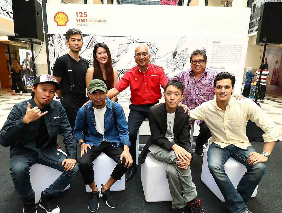 Datuk Azman Ismail, Managing Director, Shell Malaysia Trading Sdn. Bhd. and Shell Timur Sdn. Bhd. (second from right, top row) with the artists who are part of the Celebrating 125 Years art project. Left to right (top row): Cheeming Boey, Caryn Koh, Datuk Lat; Left to right (bottom row): Dmojo, Amey Sheikh Ali, Yap Hanzhen and Tom Powell.