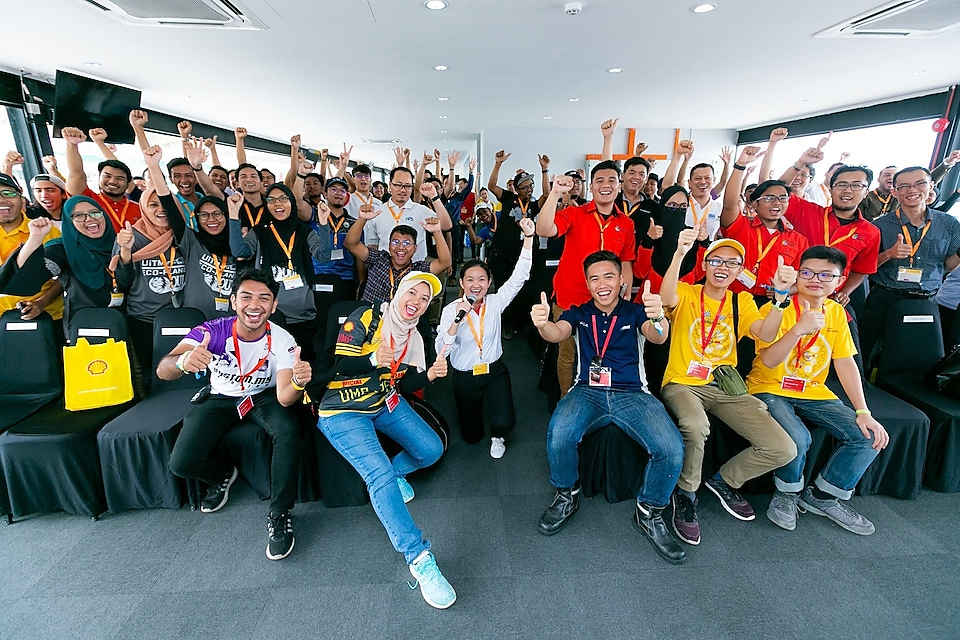 Cindy Sagan with the participating Malaysian student teams and Malaysia university students.