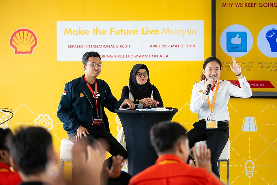 Cindy Sagan, an alumni from the first Shell Eco-marathon Asia back in 2010 hosting the 'Learn From The Best session, with the grand winners of 2018's Drivers World Challenge from Institut Teknologi Sepuluh Nopember, Indonesia. Cindy is currently a Business Improvement Advisor with Shell Middle Distillate Synthesis (SMDS) based in Bintulu, Sarawak.