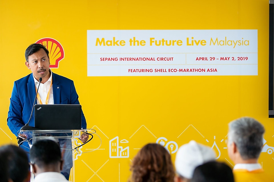 Dr. Zaid Omar, Director, Student Development, Department of Higher Learning , Ministry of Education, giving his speech at the Shell Eco Marathon Access (SEM Access) event.